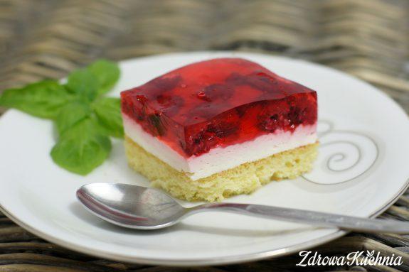 Ciasto zmalinami ibitą śmietaną