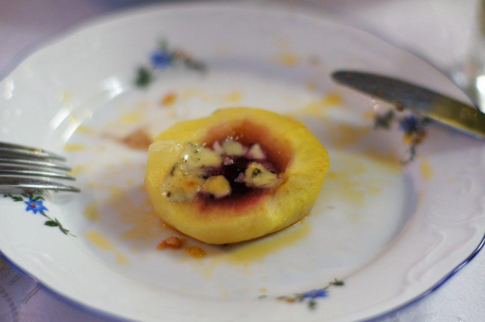 Jabłka zapiekane zżurawiną iserem pleśniowym