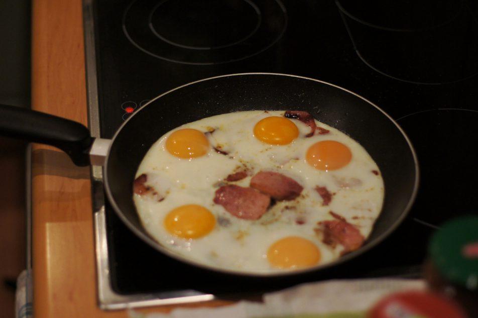 Jajka na szynce
