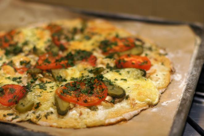 Pizza zwędzonym pstrągiem