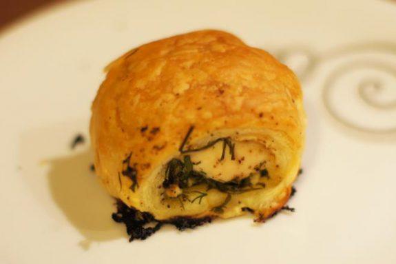 Roladki zciasta francuskiego zkurczakiem ifetą