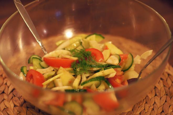 Sałatka zpomidorami, fenkułem ijabłkiem