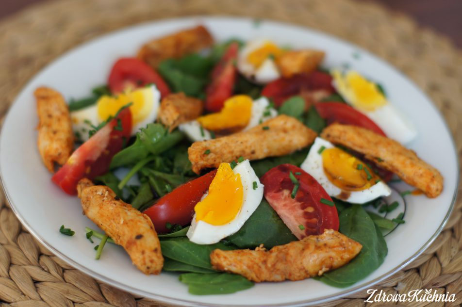 Sałatka ze szpinakiem, kurczakiem ipomidorami