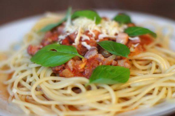 Spaghetti zboczkiem ipomidorami