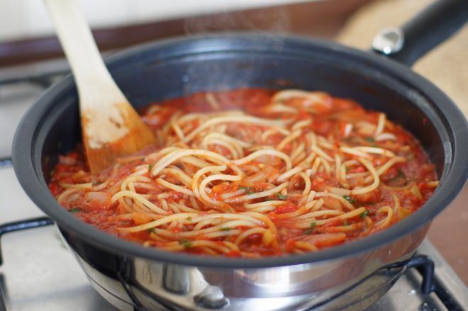 Spaghetti zpomidorami iprażonym słonecznikiem