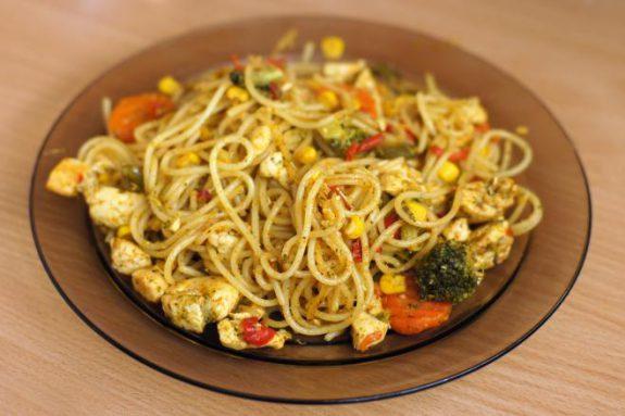 Spaghetti zwarzywami ikurczakiem